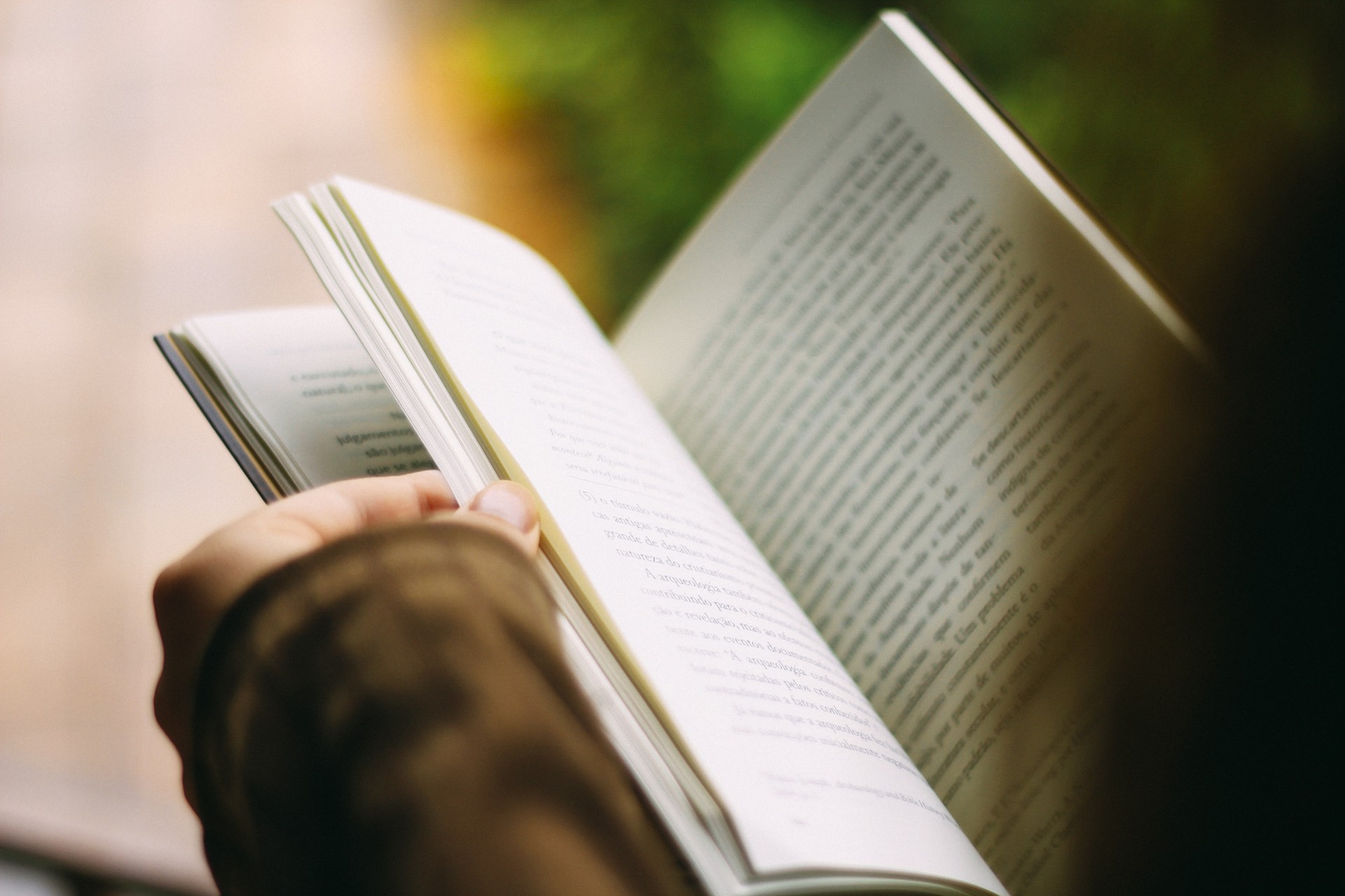 20 Books You Should Read in Your Early 20s to Set Yourself on the Path to Success